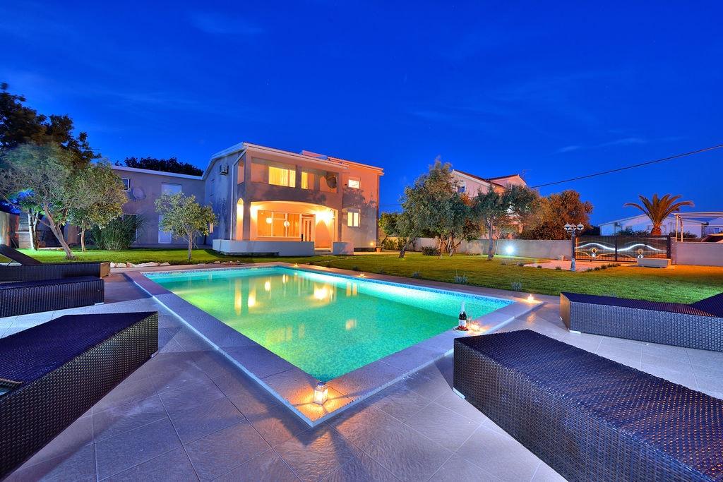 Riante villa in Vir met privézwembad - Boerderijvakanties.nl