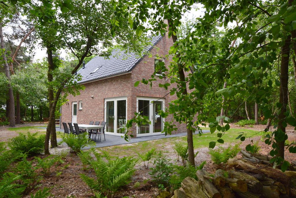 Prachtige woning met 2 badkamers geheel vrij op eigen bosperceel van 7000 m2 - Boerderijvakanties.nl