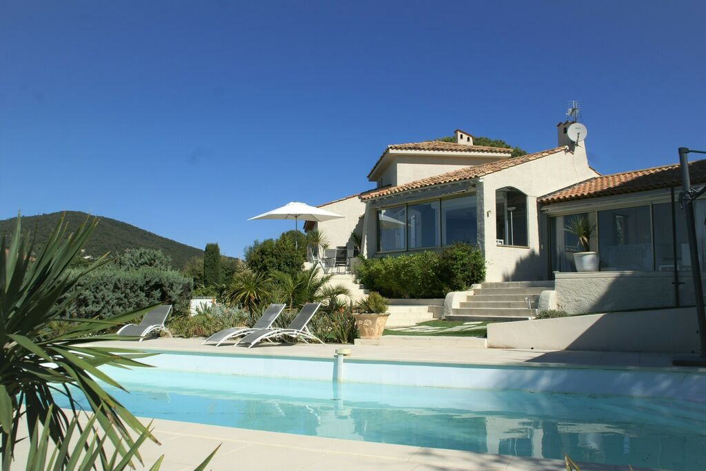 Ideaal gelegen villa bij Ste Maxime, schitterend zeezicht, airco en grote tuin - Boerderijvakanties.nl