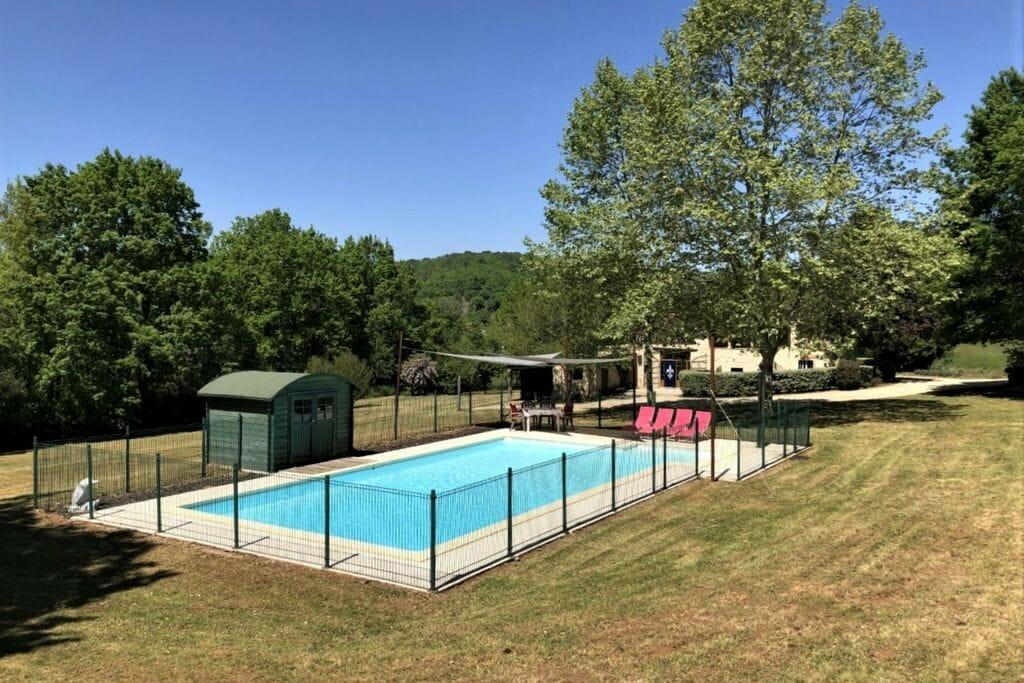 Ruime villa in Puy L'Eveque met privézwembad - Boerderijvakanties.nl