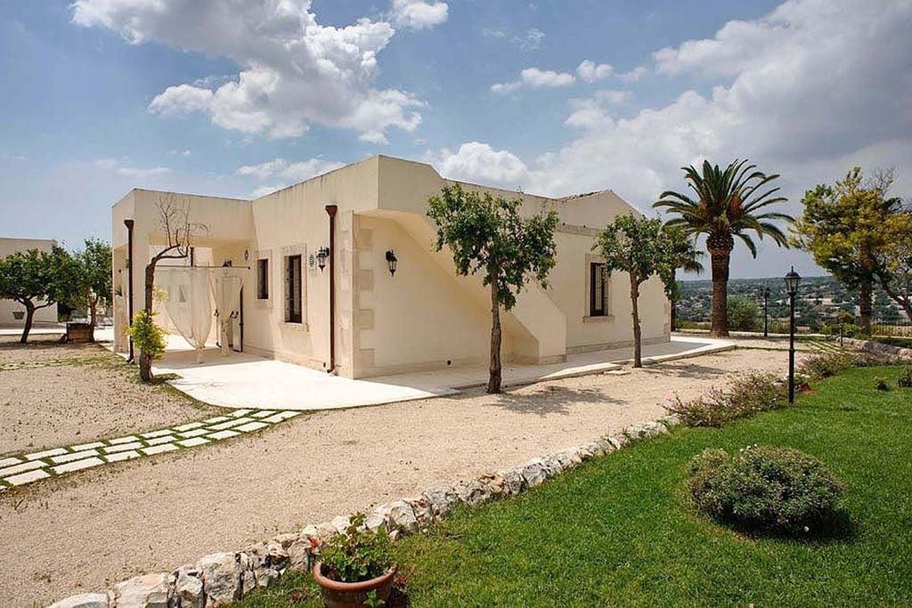 Oude résidence op het platteland met zwembad, in het hart van barok Sicilië - Boerderijvakanties.nl