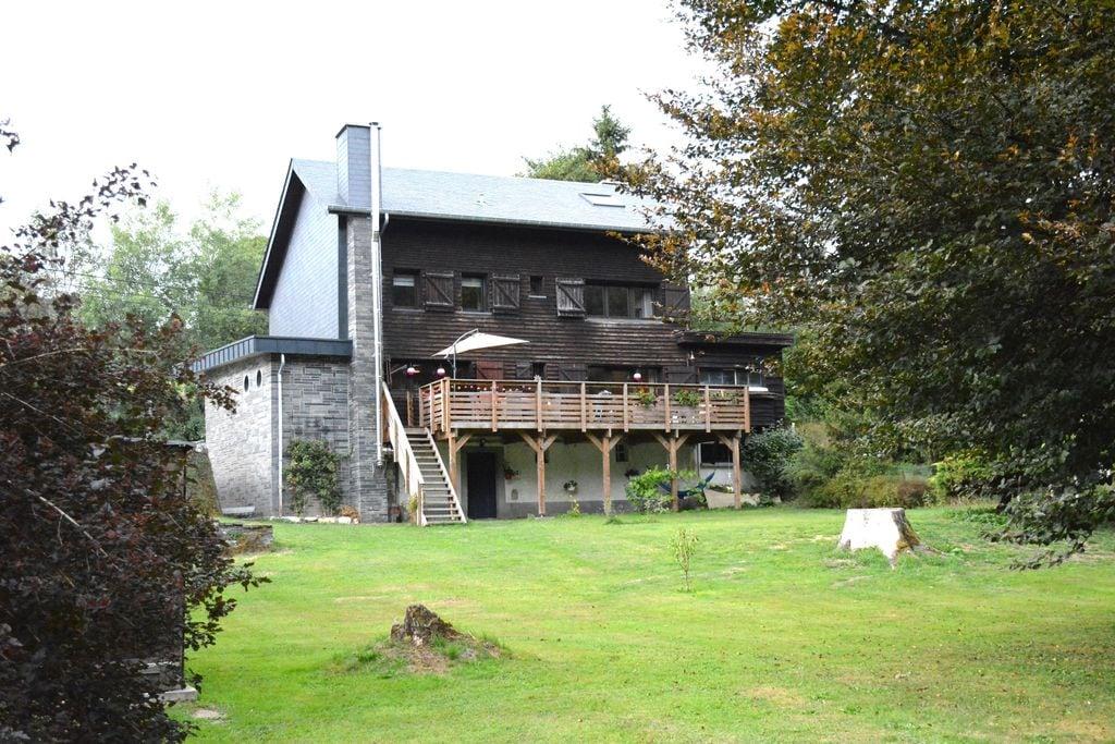 Chalet gerenoveerd met veel zorg, mooie grote tuin,directe toegang tot de rivier - Boerderijvakanties.nl