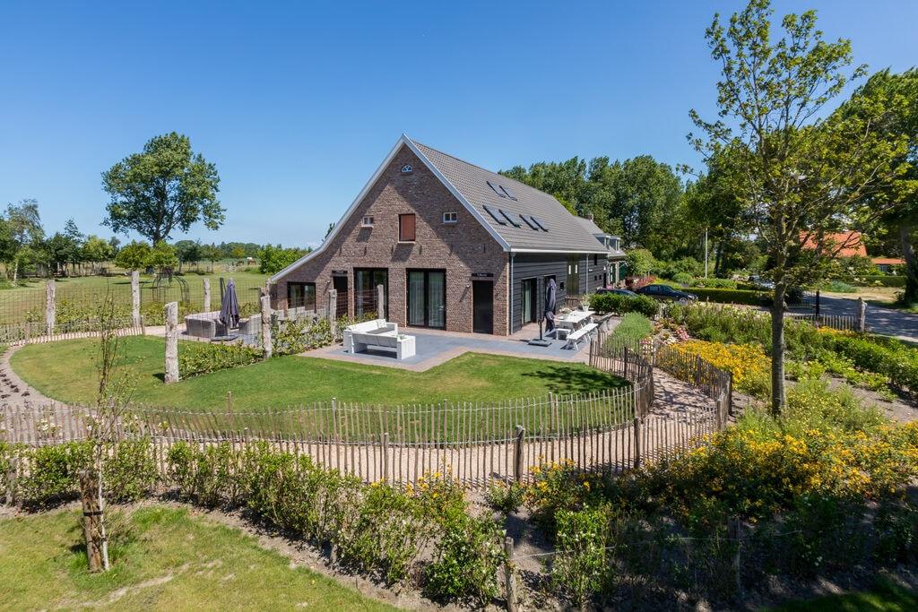 Zeer luxe vakantiewoning in prachtige Zeeuwse stijl, geschikt voor 15 personen - Boerderijvakanties.nl