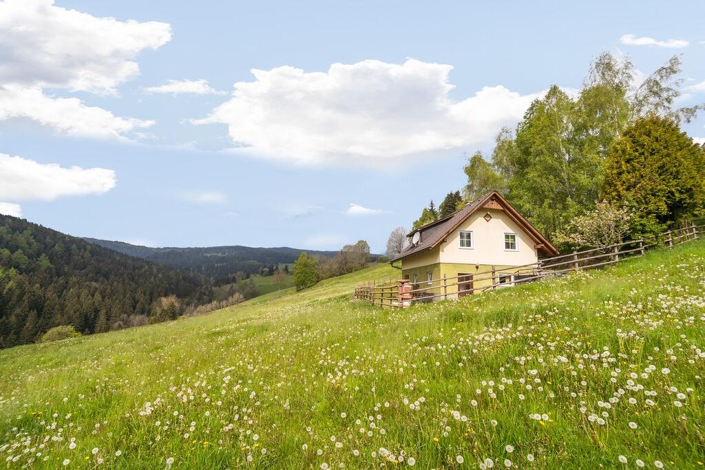 Rustieke berghut in het Lavanttal midden in de natuur - Boerderijvakanties.nl