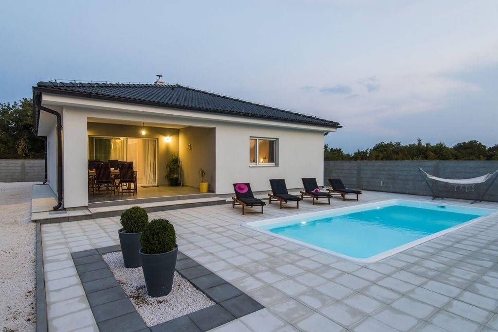 Prachtige villa met privézwembad, mooi overdekt terras, speelhoek, BBQ - Boerderijvakanties.nl