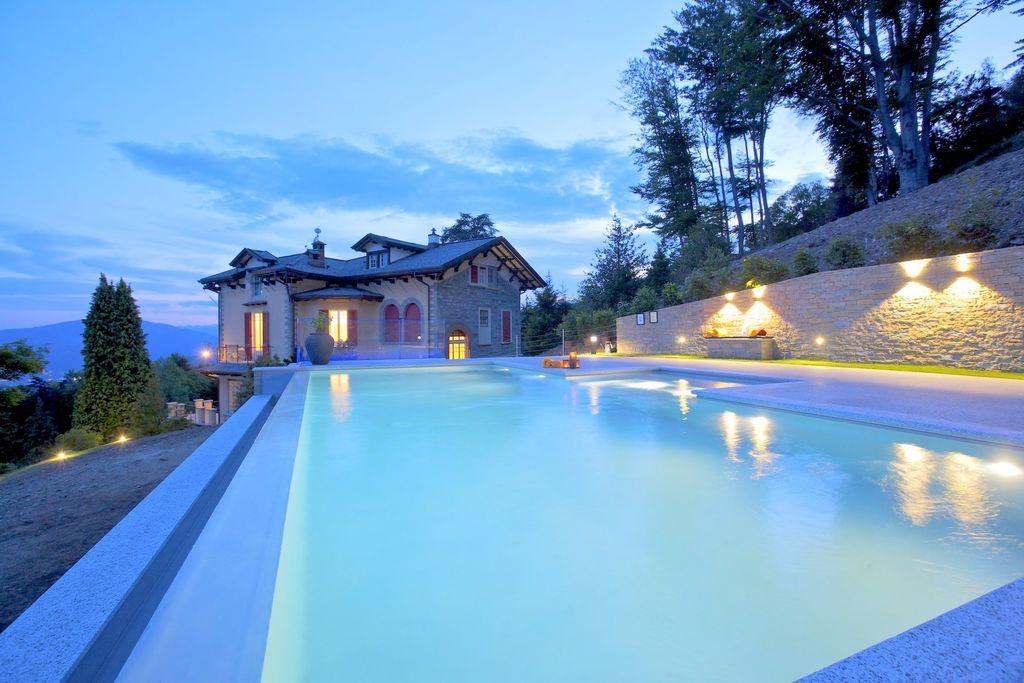 Prestigieuze villa in Piemonte met privé zwembad - Boerderijvakanties.nl