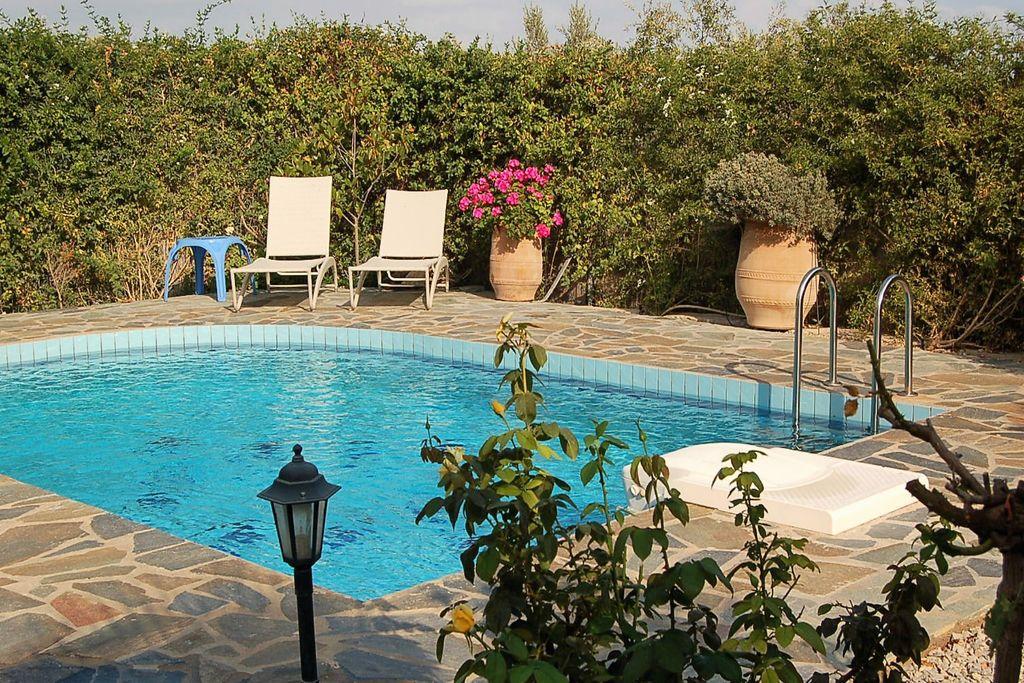 Mooie luxe villa met privé zwembad, volop privacy, bij dorpje Loutra aan NW kust - Boerderijvakanties.nl
