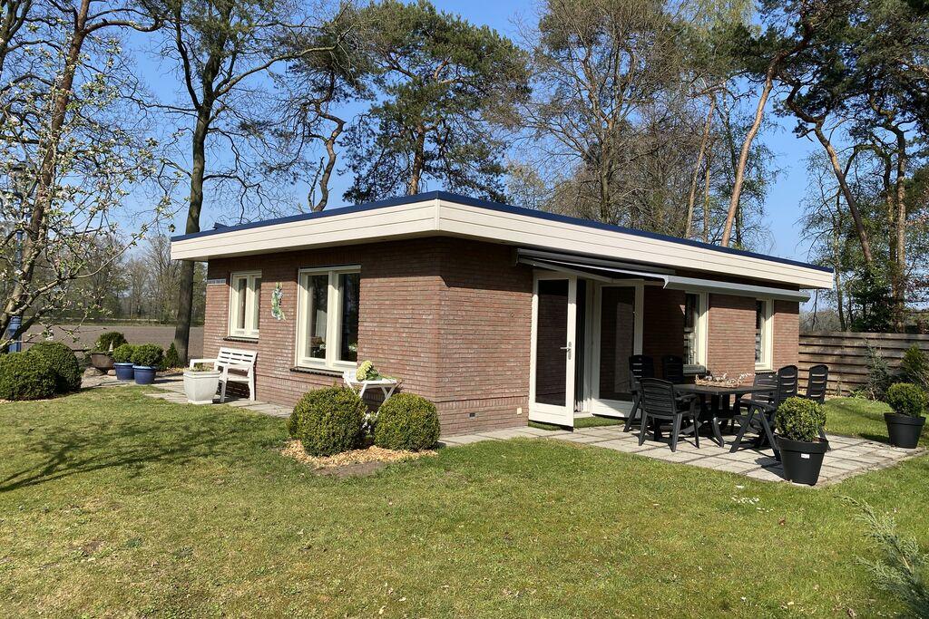 Vrijstaande bungalow met jacuzzi en zonnige serre, gelegen in de vrije natuur - Boerderijvakanties.nl