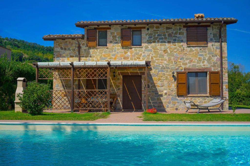 Comfortabele villa in Le Marche met een privézwembad - Boerderijvakanties.nl