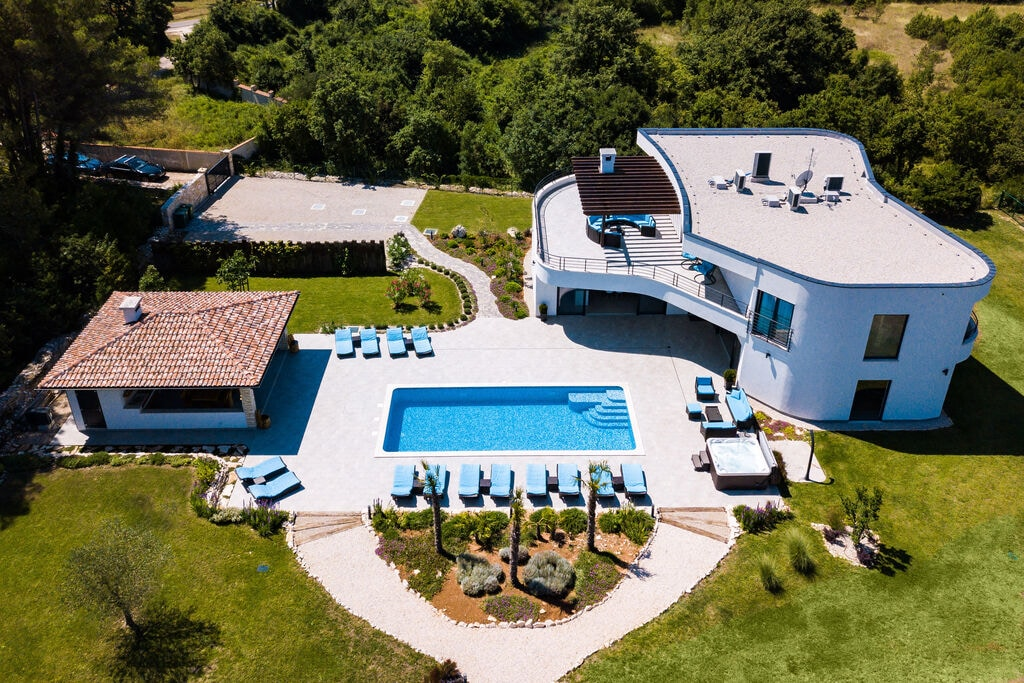 Luxe villa met zwembad, wellness, tennisbaan en minigolf - Boerderijvakanties.nl