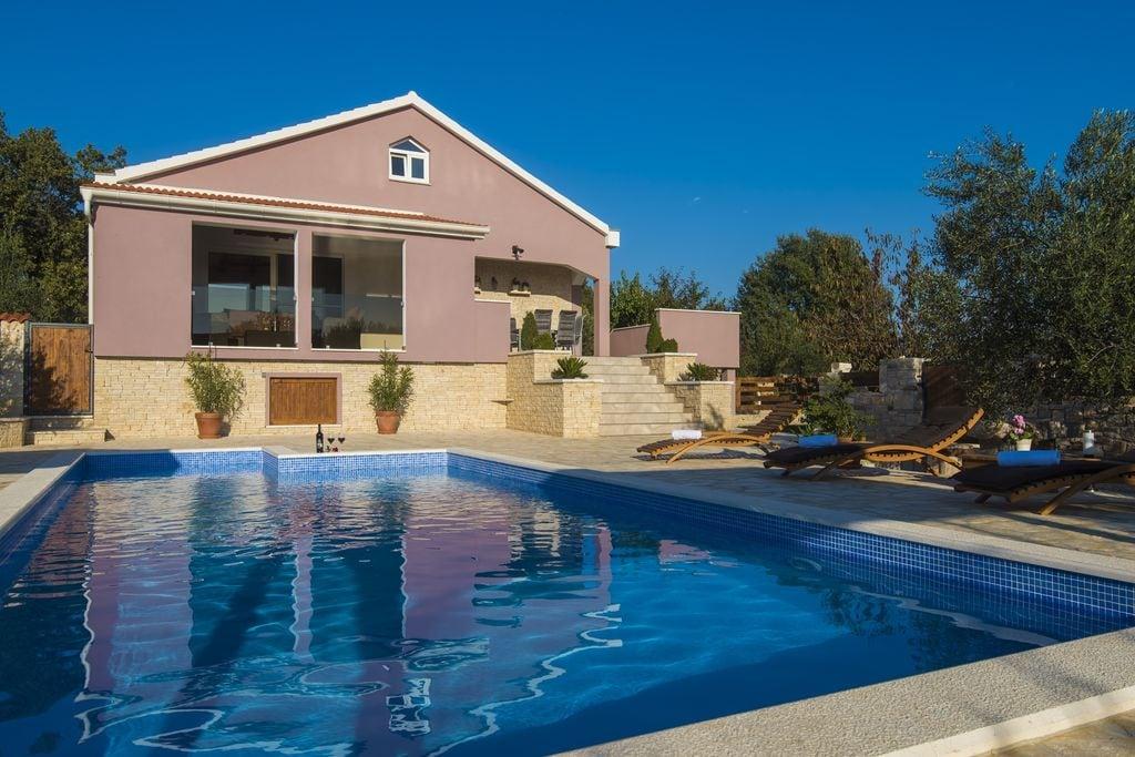 Fraaie vakantiewoning in Dalmatië met privézwembad - Boerderijvakanties.nl