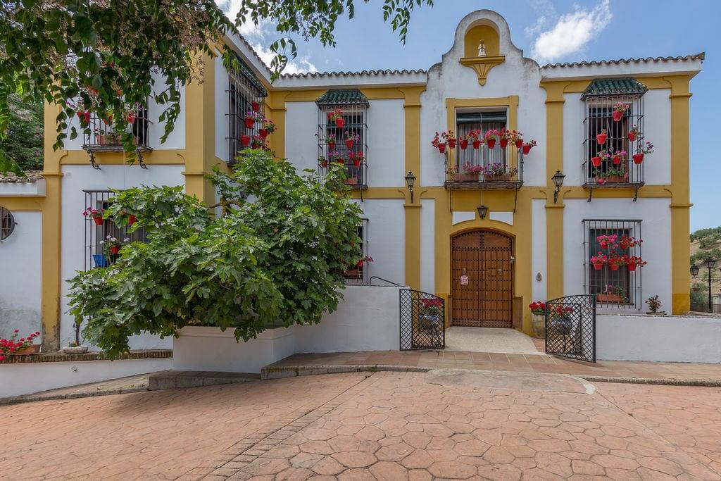 Moderne villa in Priego de Córdoba met privézwembad - Boerderijvakanties.nl