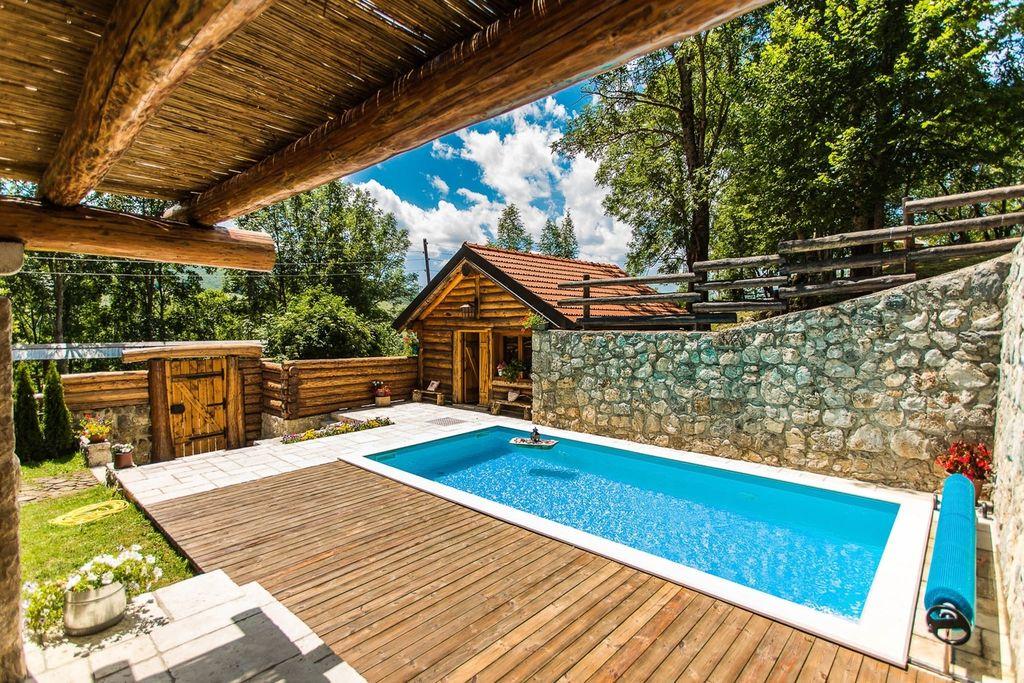 Geweldig chalet in het midden van de ongerepte natuur, privézwembad, sauna, tuin, BBQ - Boerderijvakanties.nl
