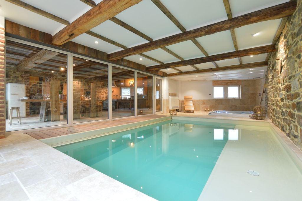 Prachtig en stijlvol huis, binnen zwembad en jacuzzi, in een prachtige omgeving - Boerderijvakanties.nl