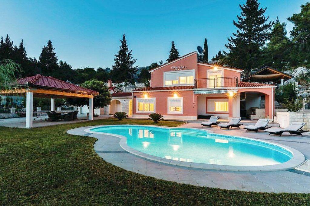 Luxueuze villa aan de Bacina-meren met privézwembad - Boerderijvakanties.nl