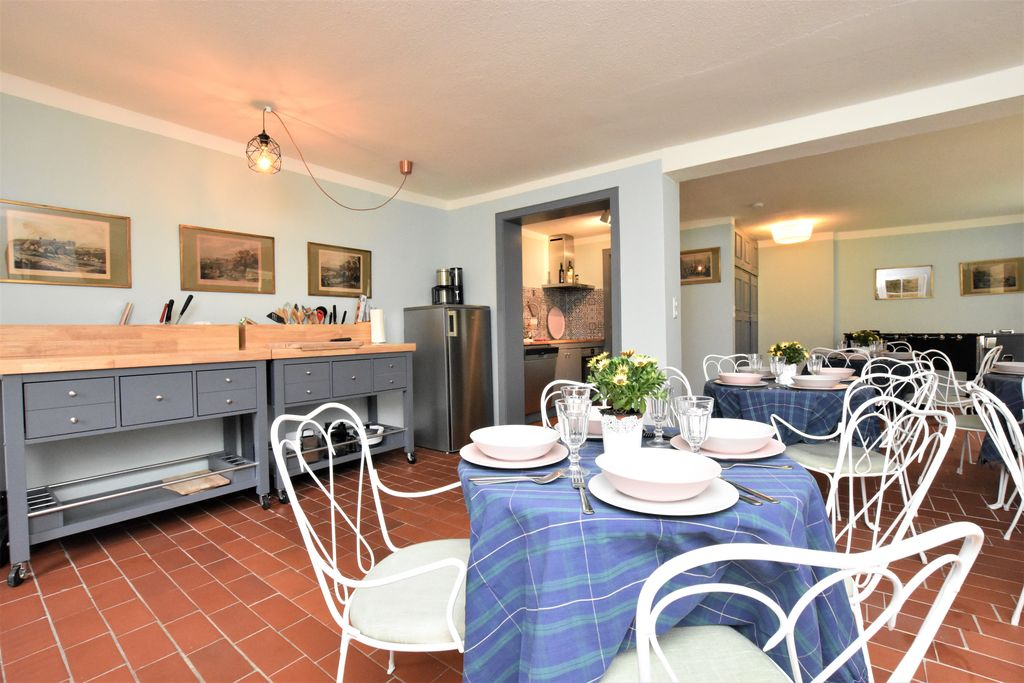 Rieten huisje met 6 appartementen, groepsruimte, buitensauna, tuin, speeltuin - Boerderijvakanties.nl