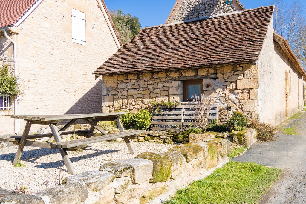 11e eeuws volledig gerenoveerd goed ingerichte gite bij Roque Saint Christophe. - Boerderijvakanties.nl