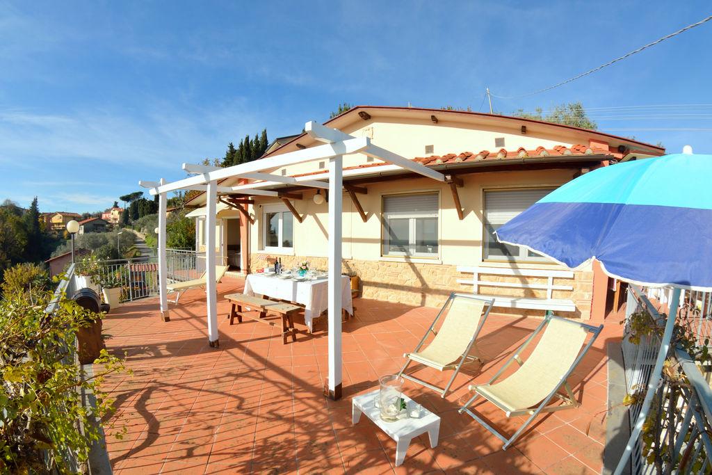 Comfortabel huis met panoramisch terras, op een paar km van de stranden - Boerderijvakanties.nl