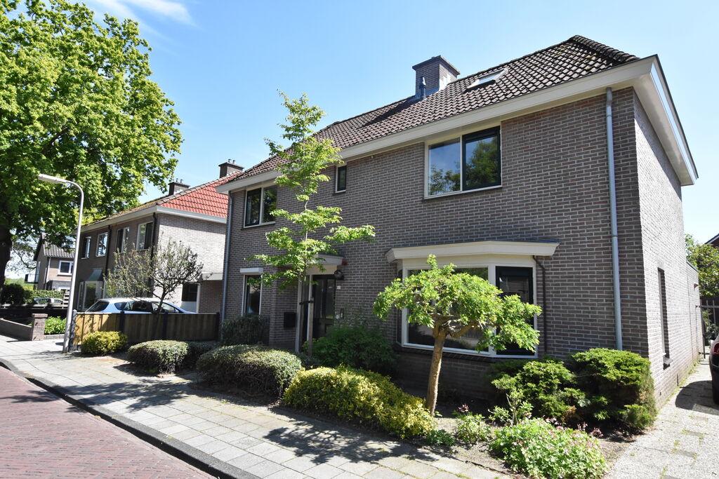Mooie stadsvilla in Overijssel Nederland bij rivier - Boerderijvakanties.nl