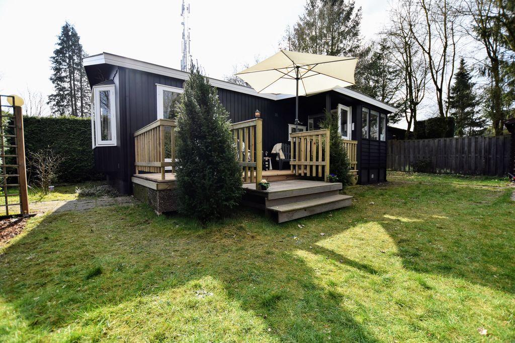 Sfeervolle chalet op de Veluwe met veranda en omheinde tuin - Boerderijvakanties.nl