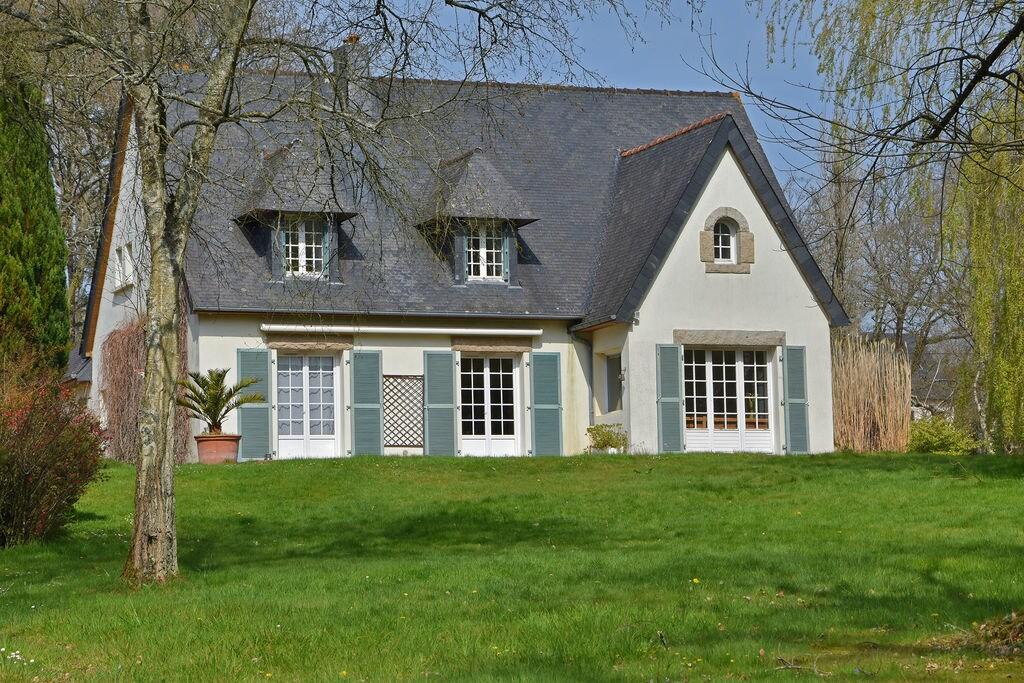Moderne villa in Lannion met een grote privétuin en vijver - Boerderijvakanties.nl