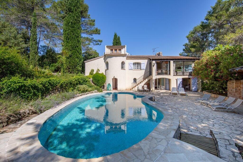 Prachtige villa in Lorgues met een zwembad - Boerderijvakanties.nl