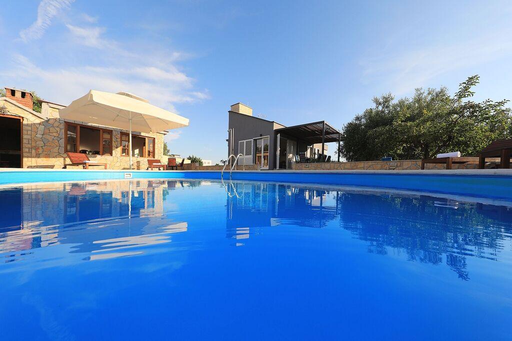 Moderne, rustig gelegen villa met privézwembad en apart gastenverblijf - Boerderijvakanties.nl