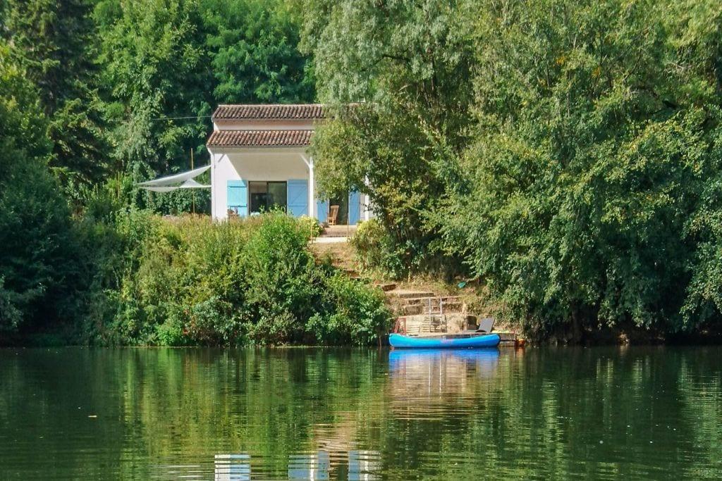 Droomhuis aan de oever van de rivier de Aveyron met eigen aanlegsteiger! - Boerderijvakanties.nl