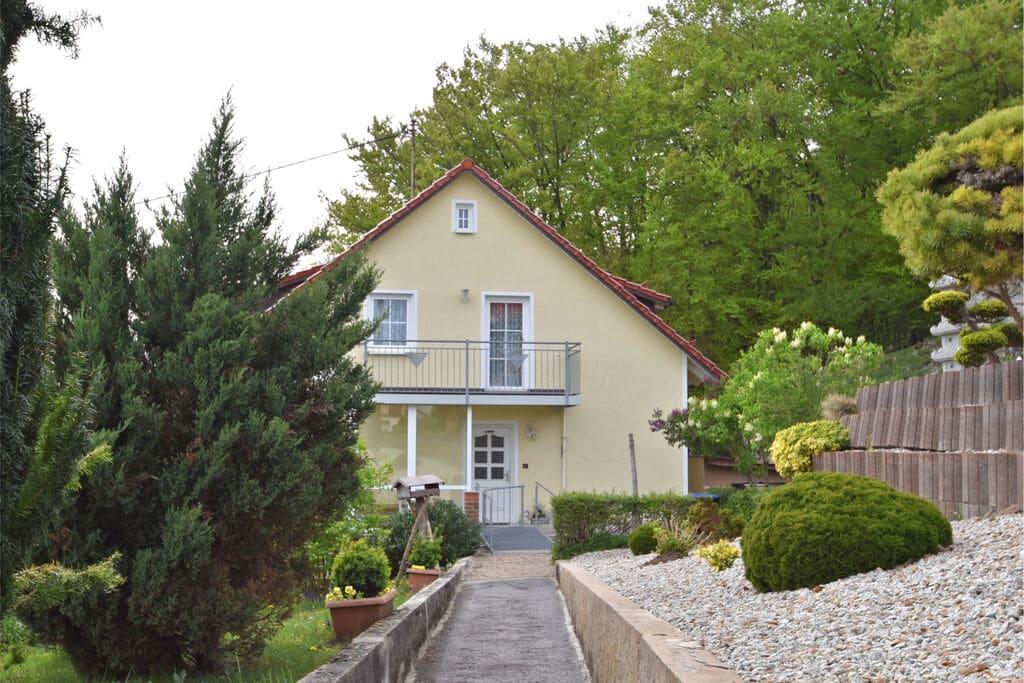 Aantrekkelijk Appartement in Wichsenstein dicht bij een Bos - Boerderijvakanties.nl