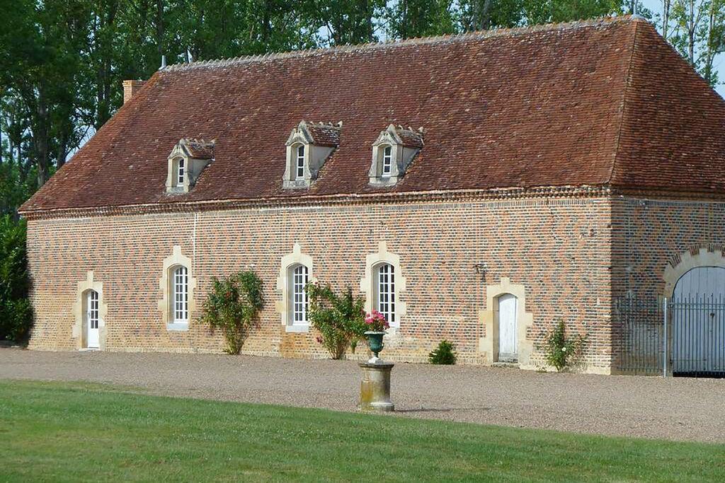 Gîte op het landgoed van een 16e-eeuws kasteel dat op de monumentenlijst staat! - Boerderijvakanties.nl