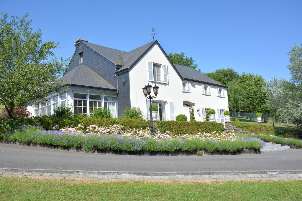 Ruime en lichte villa, zeer netjes, mooie veranda, overdekt terras, in Bouillon - Boerderijvakanties.nl