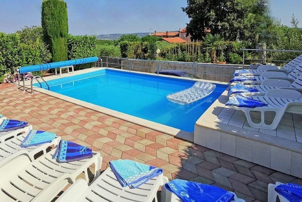 Groot vakantiehuis in Istrië, Kroatië met fijn zwembad - Boerderijvakanties.nl