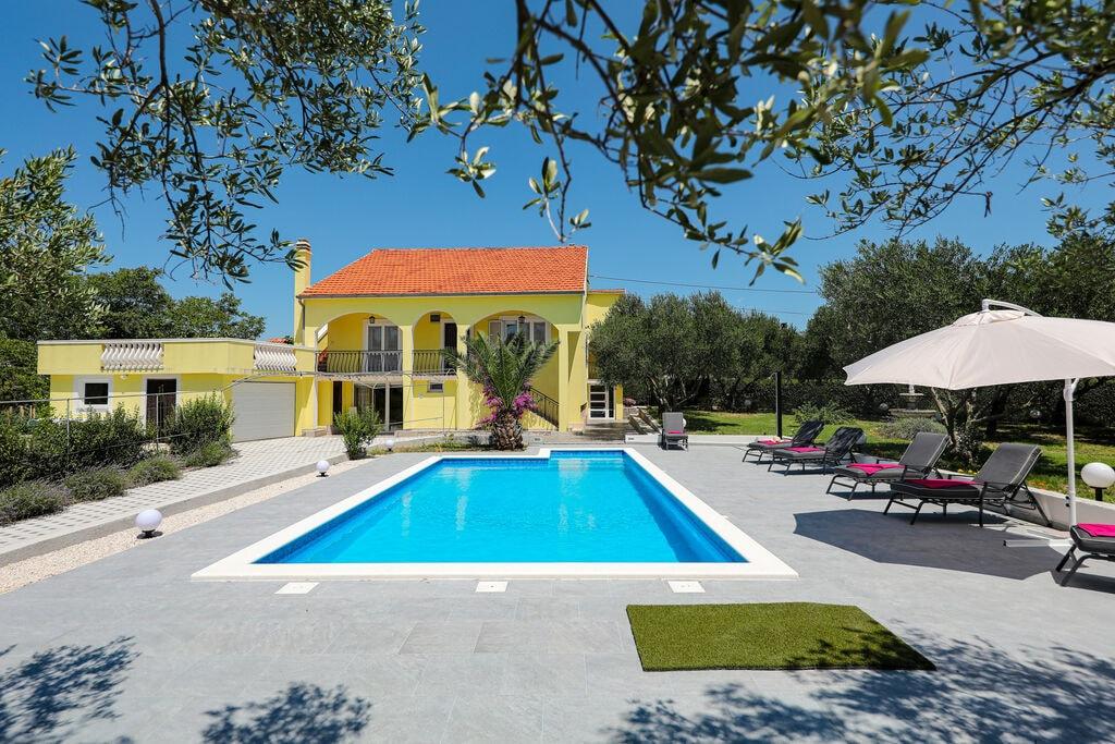 Heerlijk vakantiehuis in een rustige omgeving, eigen zwembad van 40m, schattige tuin en terras - Boerderijvakanties.nl