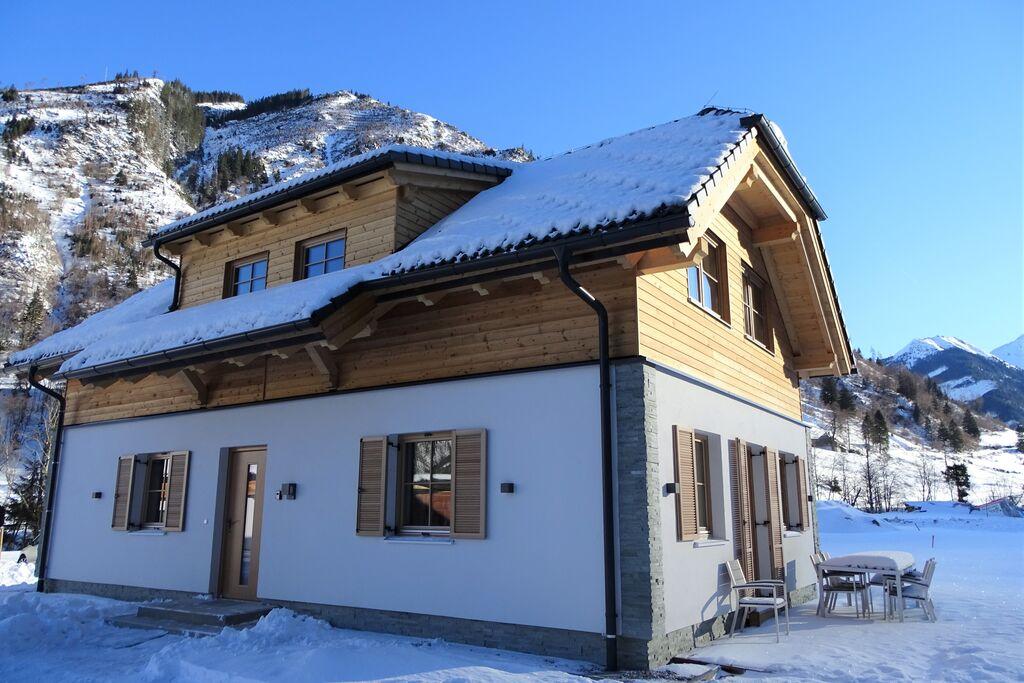 Modern vrijstaand Chalet met sauna op korte afstand van de skilift. - Boerderijvakanties.nl