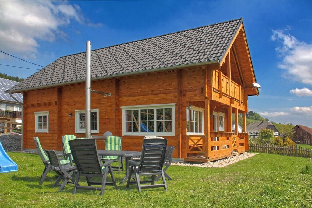 Exclusief houten huis in het Sauerland, vlakbij Winterberg, met houtkachel, balkon en tuin - Boerderijvakanties.nl