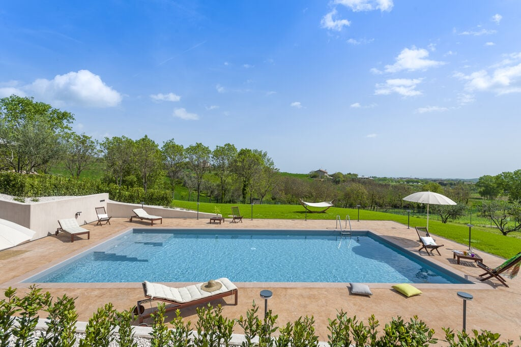 Prachtige accommodatie in San Costanzo met een zwembad - Boerderijvakanties.nl
