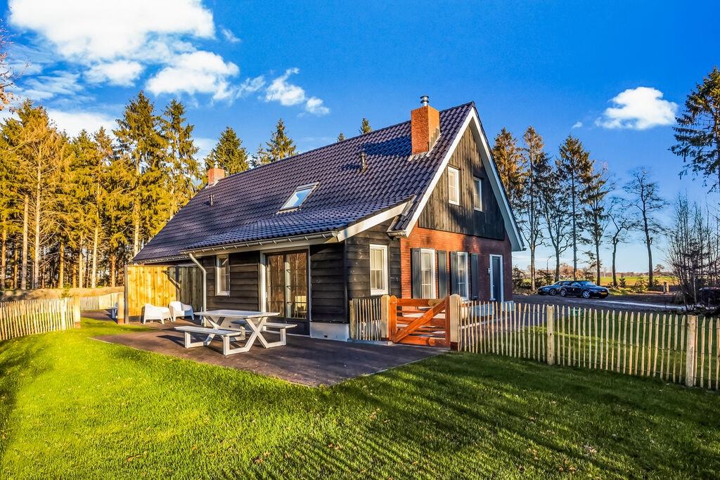 Modern geschakeld vakantiehuis in Rijssen midden in de natuur - Boerderijvakanties.nl