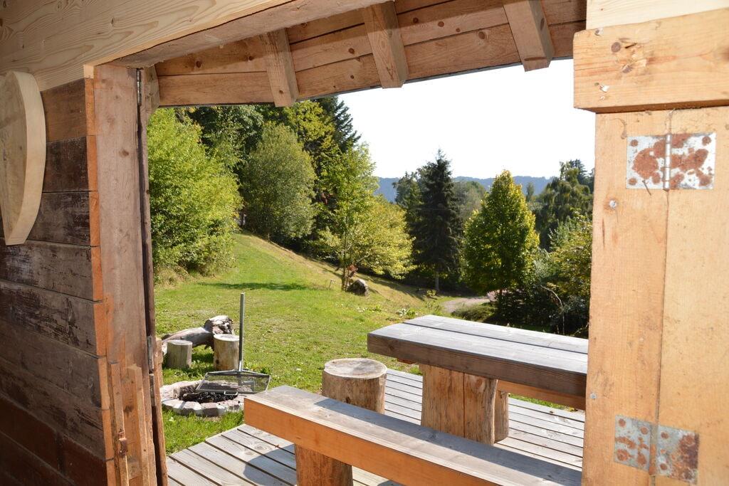 Groot vakantiehuis in het Zwarte Woud met eigen balkon, tuin - Boerderijvakanties.nl