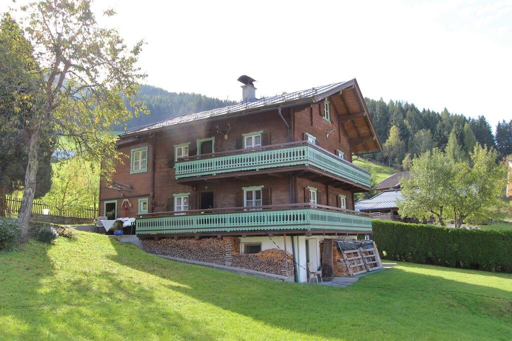 Klassiek Oostenrijks chalet in Bramberg dicht bij de skilift - Boerderijvakanties.nl