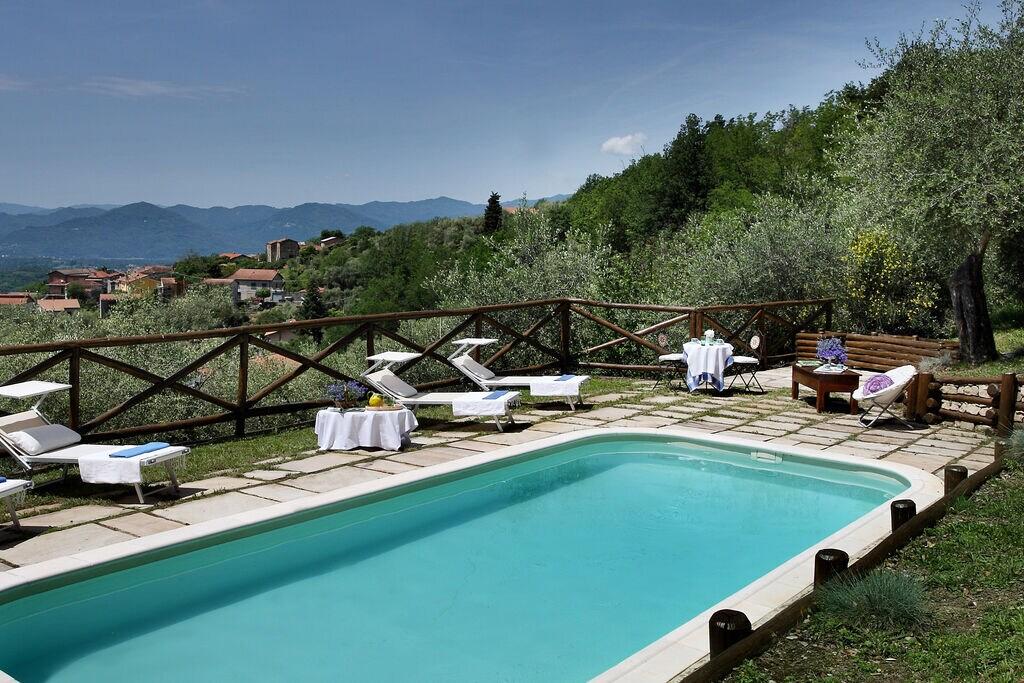 Aantrekkelijk vakantiehuis in Magliano met zwembad - Boerderijvakanties.nl