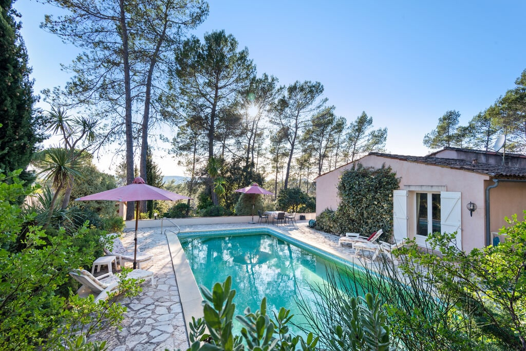 Sfeervolle villa in Bagnols-en-Forêt met zwembad - Boerderijvakanties.nl