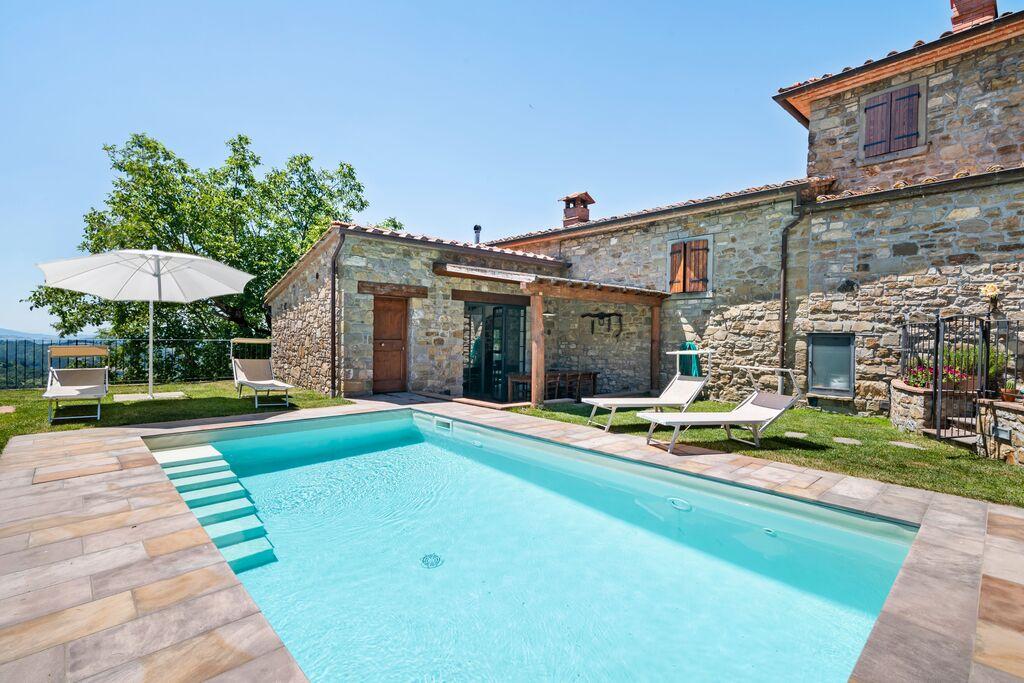 Mooi vakantiehuis in Chitignano met een zwembad - Boerderijvakanties.nl