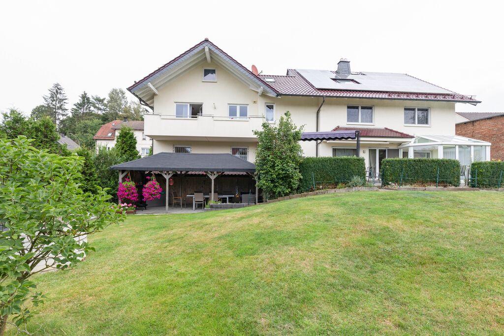 Aangenaam appartement in Altenbeken met balkon - Boerderijvakanties.nl