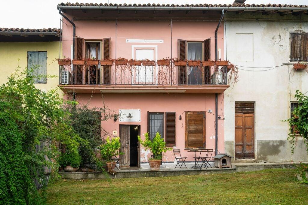Mooi vakantiehuis in Mombello Monferrato met jacuzzi - Boerderijvakanties.nl