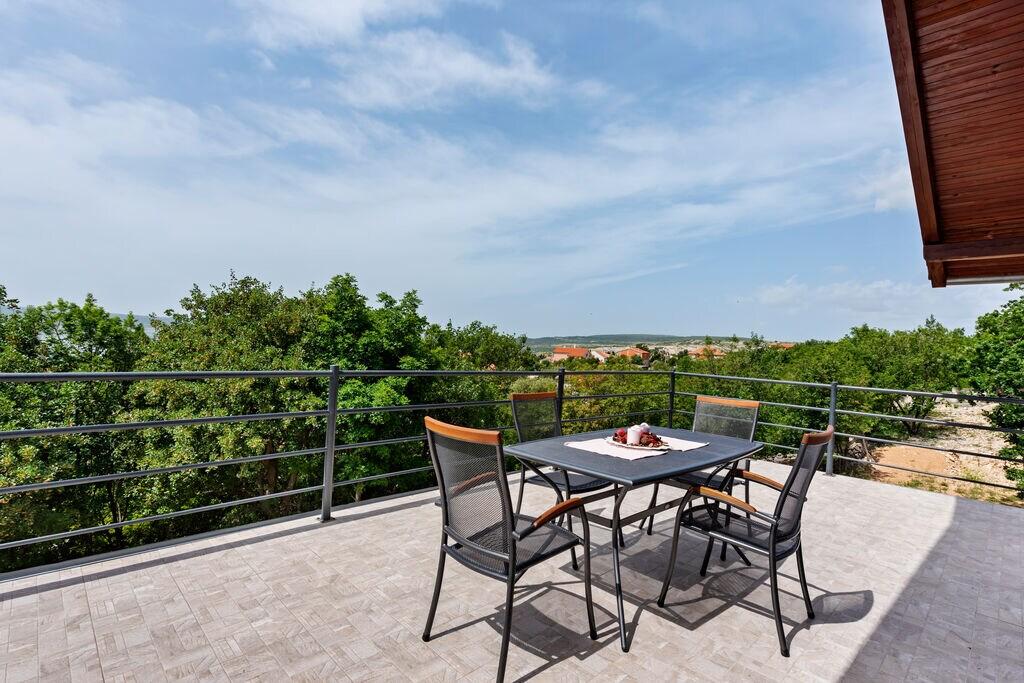 Leuk appartement in Maslenica met uitzicht - Boerderijvakanties.nl