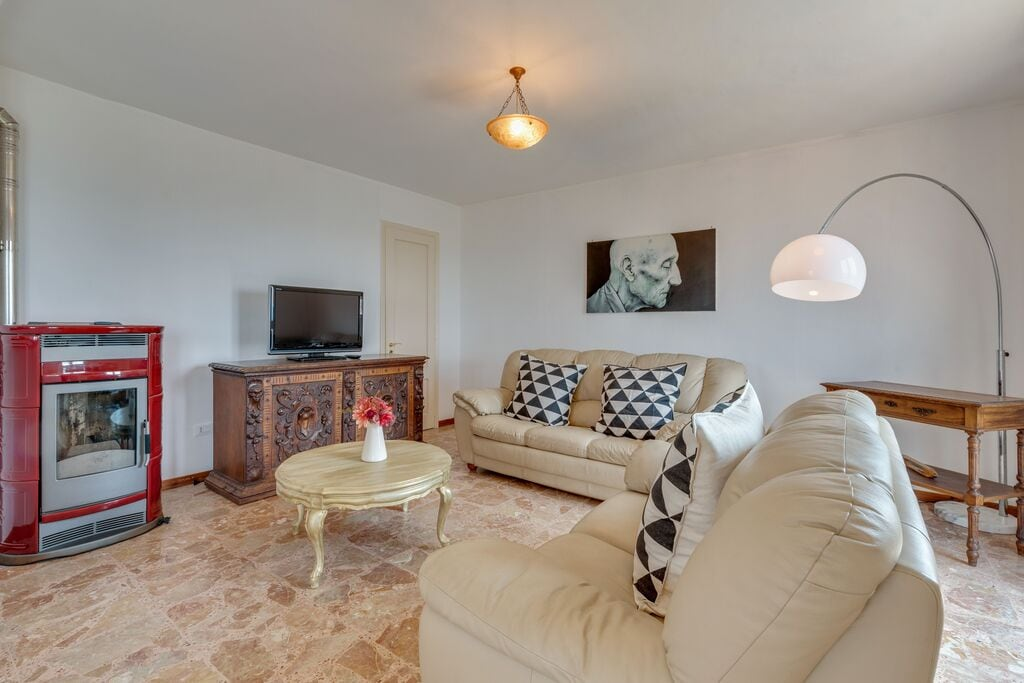 Prachtig appartement in Calosso met panoramisch terras - Boerderijvakanties.nl