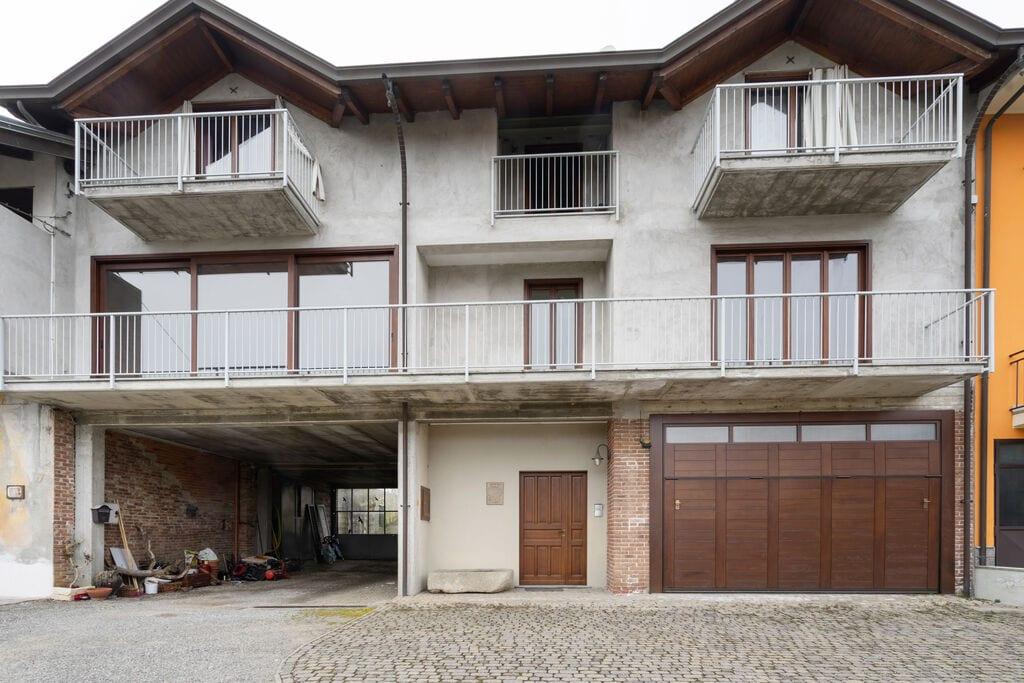 Rustiek appartement in Romagnano Sesia met balkon - Boerderijvakanties.nl