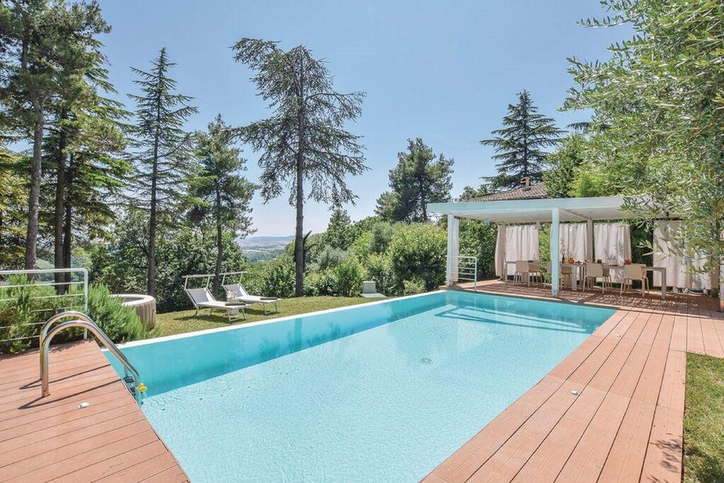 Lichte vakantievilla in Pesaro met privézwembad - Boerderijvakanties.nl