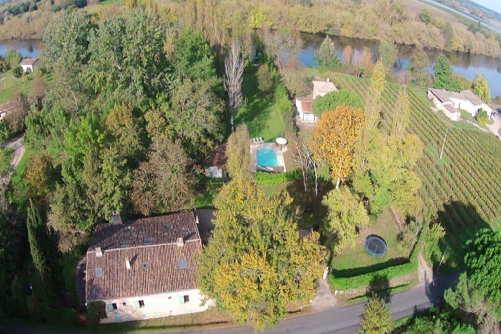 Hoogwaardig landhuis in Juillac met een privézwembad - Boerderijvakanties.nl