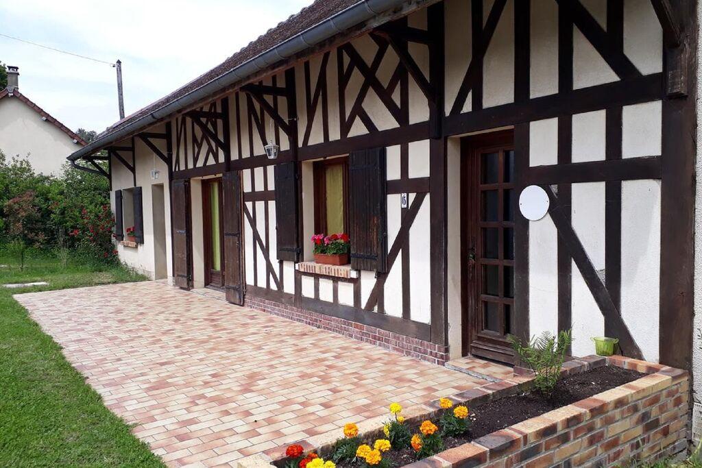Mooi vakantiehuis in Dosches met een tuin - Boerderijvakanties.nl